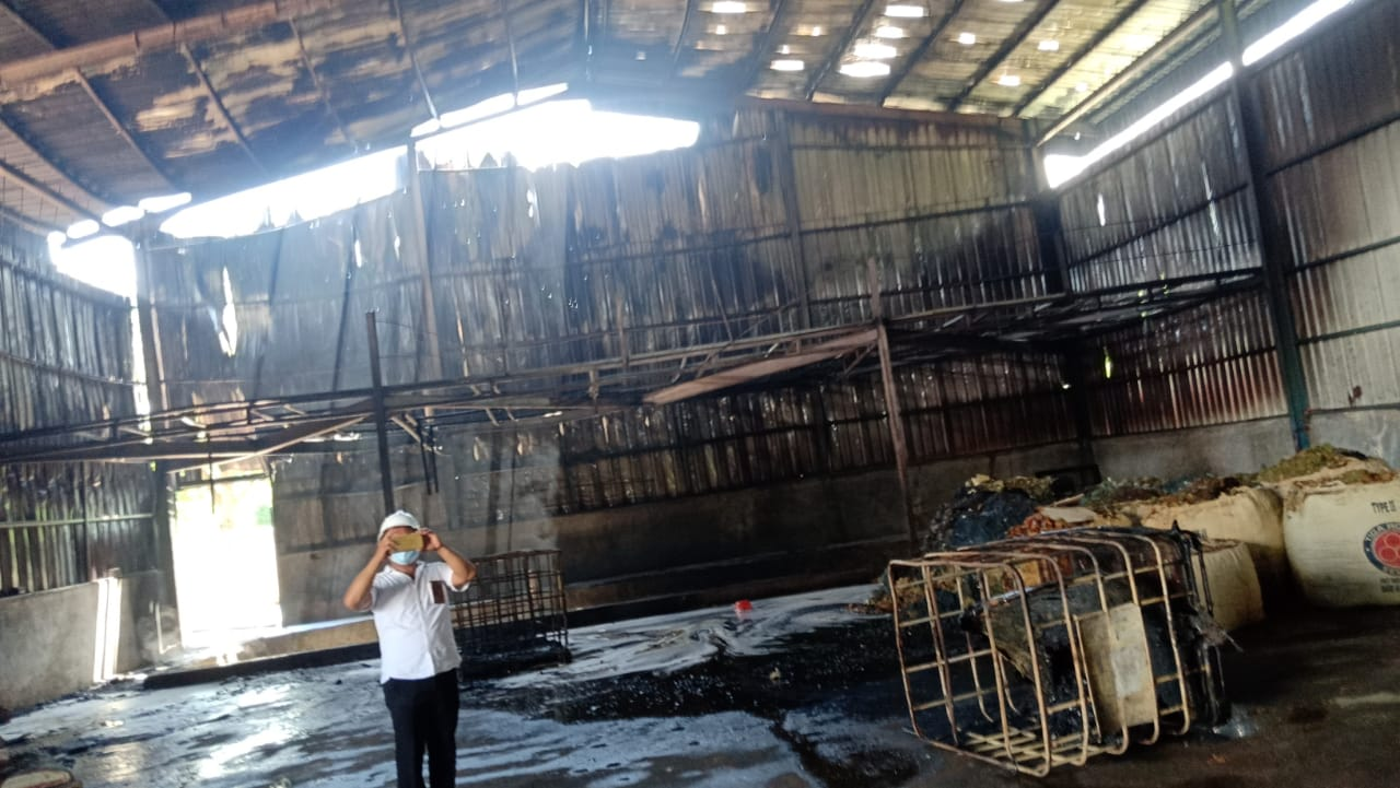 Perusahaan Limbah PT. Garuda Area Jaya Batam Terbakar