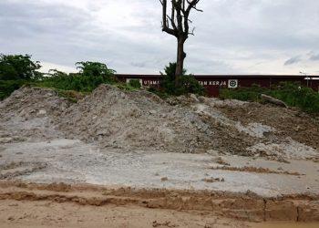 Lokasi dumping limbah beton readymix di Sungai Lekop, Sagulung, Batam, Kepulauan Riau. (Foto: KPLHI)