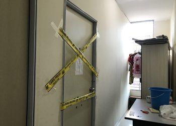 Garis polisi terpasang di kamar kos Wapah Damayanti. (Foto: Aini Lestari)