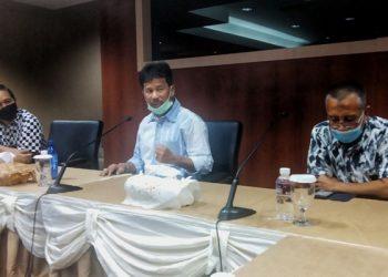 Kepala BP Batam, H.M. Rudi (tengah) saat menjelaskan penetapan kawasan KEK di gedung Marketing BP Batam (Foto: Agung Dedi Lazuardi)