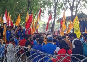 demo mahasiswa Medan DPRD Sumut