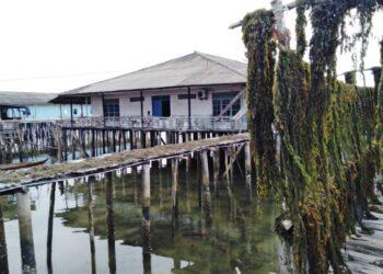 Rumah panggung di Pulau Amat Belanda, Kecamatan Belakang Padang, Batam. (Foto: Donella Bangun)