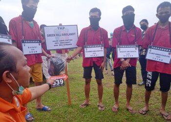 Rekonstruksi pembunuhan Jefri Wijaya di Polda Sumut di Tanjung Morawa, Deli Serdang. (Foto: Tonggo Simangunsong)
