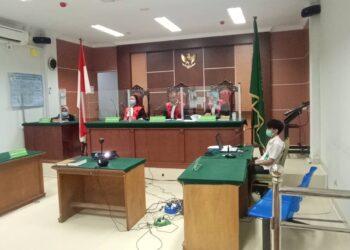 Majelis hakim dalam sidang di PN Batam. (Foto: Joni Pandiangan)