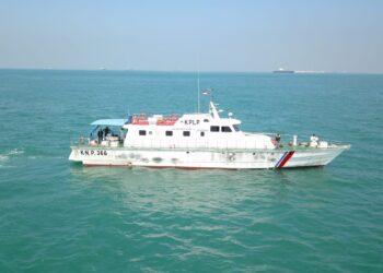 Kapal yang melakukan evakuasi MV Shahraz di perairan Pulau Berhenti, Belakang Padang, Batam. (Foto: Muhammad Ishlahuddin)
