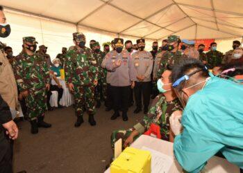 Panglima TNI dan Kapolri tinjau vaksinasi di Polda Kepri. (Foto:Arsip Polda Kepri)