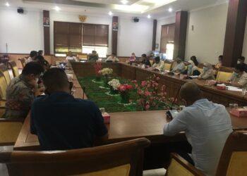 Rapat dengar pendapat (RDP) pemotongan kapal Acacia Nassau di ruang rapat Komisi I DPRD Kota Batam. (Foto: Fathur Rohim)