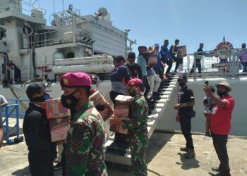 TNI AL kerahkan kapal bantu korban bencana di NTT. (Foto: Istimewa)