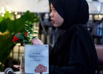 Dwialfah, penulis buku berjudul 'Ada yang Kadaluarsa, Kita'. (Foto: Arsip narasumber)