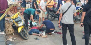 Pihak kepolisian melakukan oleh TKP di depan pasar Samarinda, Lubuk Baja, Kota Batam. (Foto: Muhamad Ishlahuddin)
