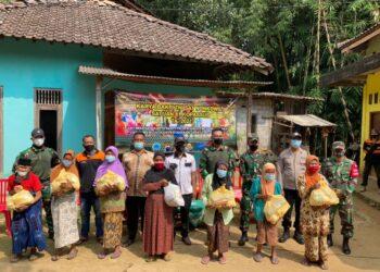 Sat 81 Kopassus mengadakan baksos di Magelang. (Foto: stafpenerangan kopassus)