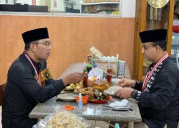 Anies Baswedan dan Ridwan Kamil sarapan di Sumedang. (Foto: dok)