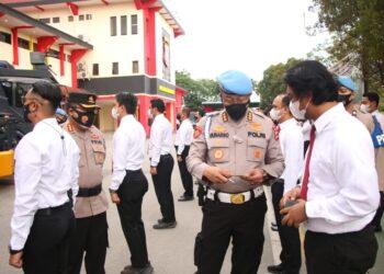 Divisi Propam Mabes Polri melaksanakan giat penegakan ketertiban dan disiplin terhadap personel Polresta Barelang. (Foto: Humas Polresta Barelang)