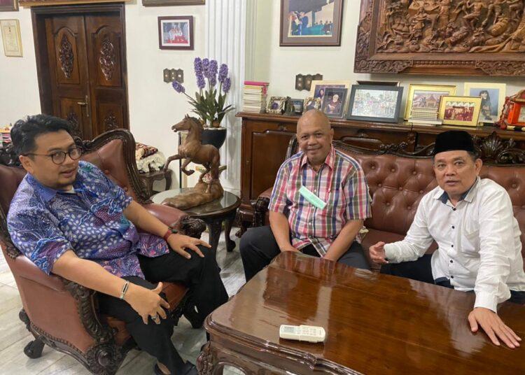 Ketua Tim Penjaringan dan Penyaringan (TPP) Calon Ketua Pordasi DKI Jakarta, Huraera Nurhani (kiri) dan dua anggotanya, Audi Tambunan dan Herlan Matrusdi di Sekretariat kawasan Menteng, Jakarta Pusat, Rabu, 23 Juni 2021.