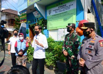 Presiden Jokowi saat sidak di Kelurahan Rawasari, Cempaka Putih, Jakarta Pusat.