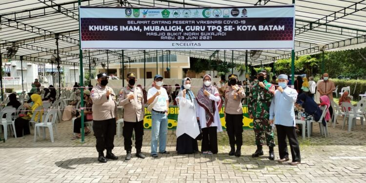 Vaksinasi dosis ke-2 di Bukit Indah Sukajadi, Kota Batam, Kepulauan Riau. (Foto: Humas Polresta Barelang)