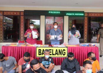 Kepolisian Resor Barelang mengusut dugaan tindak pidana ringan puluhan juru parkir liar yang memungut uang tanpa dasar yang jelas di Kota Batam, Kepulauan Riau. (Foto: Polresta Barelang)