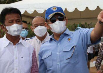 Ketua Majelis Permusyawaratan Rakyat (MPR) RI, Bambang Soesatyo, meninjau lokasi rencana pembangunan sirkuit balap bertaraf internasional di kawasan Nongsa, Batam, Jumat, 4 Juni 2021. (Foto: Humas BP Batam)