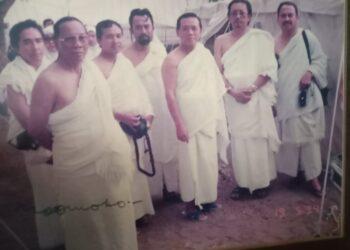 Bersama H Harmoko di Padang Arafah pada musim haji tahun 1994.