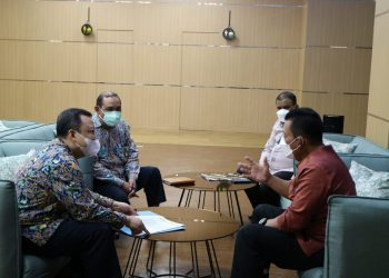 Gubernur Kepulauan Riau, Ansar Ahmad, menemui Direktur Pembangunan Jembatan di Direktorat Jenderal Bina Marga, Yudha Handita Panjiriawan, di Jakarta. (Humas Pemprov Kepri)