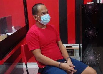 Hidayat (34) saat diwawancara  wartawan usai ia diperiksa polisi. Foto: Romi Kurniawan