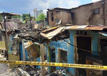 21 rumah liar di Kelurahan Baloi, Kecamatan Lubuk Baja, terbakar. Foto: Fathur Rohim