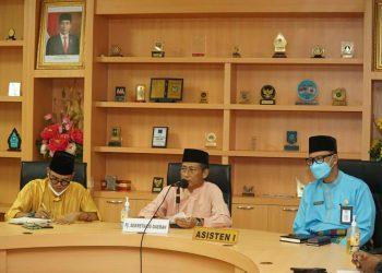 Sekretaris Daerah Provinsi Kepri, Lamidi saat menerima rombongan mahasiswa dari Kabupaten Lingga, di ruang rapat lantai 3 kantor Gubernur, Dompak, Tanjungpinang. (Foto: Ist)