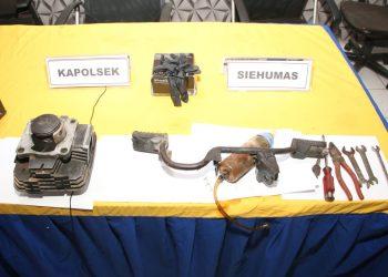 Onderdil sepeda motor yang akan dijual pelaku. Foto: Humas Polresta Barelang