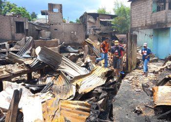 Puing-puing rumah warga yang terbakar. (Foto: Fathur Rohim)