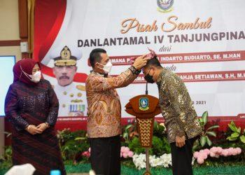 Gubernur Kepulauan Riau, Ansar Ahmad saat menghadiri acara Pisah Sambut Komandan Lantamal (Danlantamal) IV Tanjungpinang, di Gedung Daerah, Senin, 4 Oktober 2021. (Foto: Humas Pemprov Kepri)