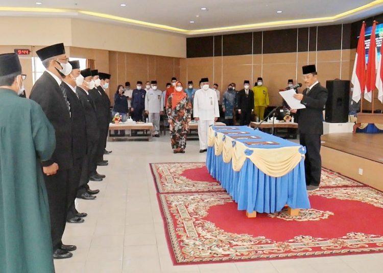 Pelaksanaan Pelantikan dan Pengambilan Sumpah Jabatan Pimpinan Tinggi Pratama di Kantor Wali Kota Batam. (Foto: SIR)