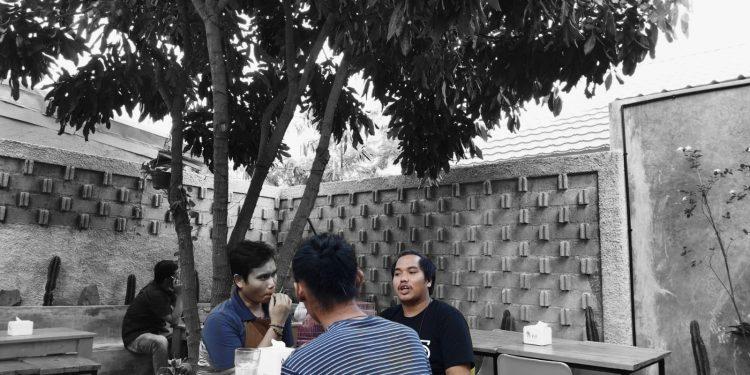Suasana halaman belakang Kopi Pitoe. (Foto: Bintang Hasibuan)
