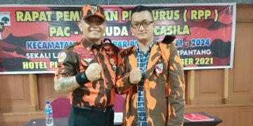 Ketua MPC PP Kota Batam, Darwin Sijabat (kiri) bersama Ketua PAC Batu Ampar, Firman Bastian. (Foto: Arsip narasumber)