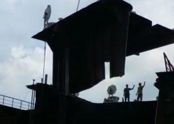 Proses penutuhan MT Great Marine di PT Batamitra Sejahtera. (Foto: Arsip narasumber)