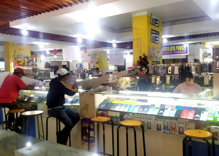 Toko-toko ponsel di Plaza Avava, Jodoh, Kota Batam. (Foto: SIR)