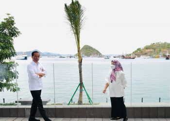 Presiden dan Ibu Iriana Joko Widodo saat berada di kawasan wisata Nusa Tenggara Timur, Kamis, 14 Oktober 2021.