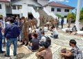 Para pencari suaka yang dibubarkan polisi di kantor DPRD Batam. (Foto: SIR)